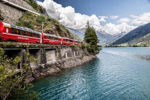 красный поезд бернина